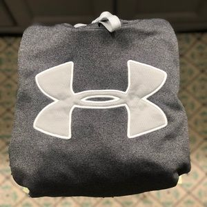 UNDER ARMOUR HOODIE: LARGE